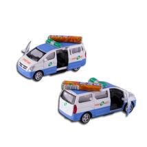 Kék mentőautó PEZ cukorkával