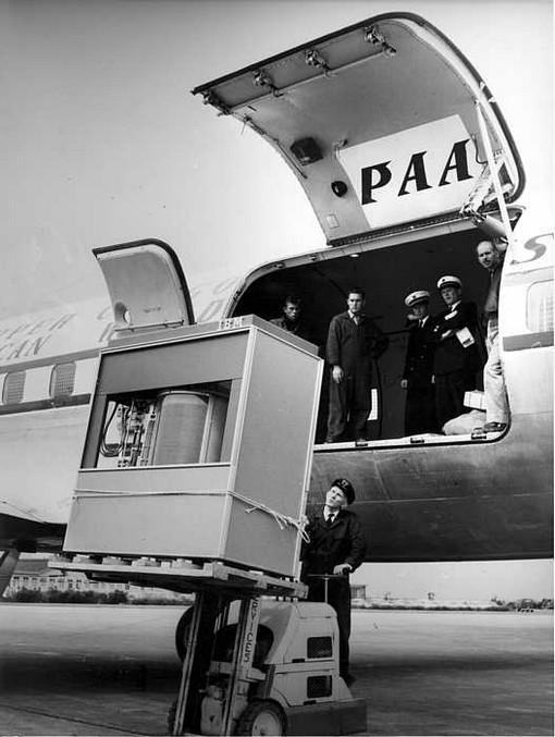 5 megabyte tárhelyű merevlemez berakodása egy repülőbe1956